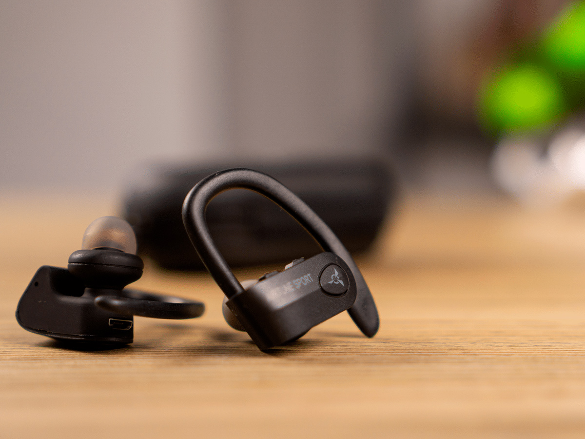 Sport without anything: looking around the Bluetooth-headphone AIRON Airtune Sport